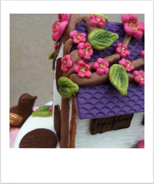 tarta casita de fondant con flores