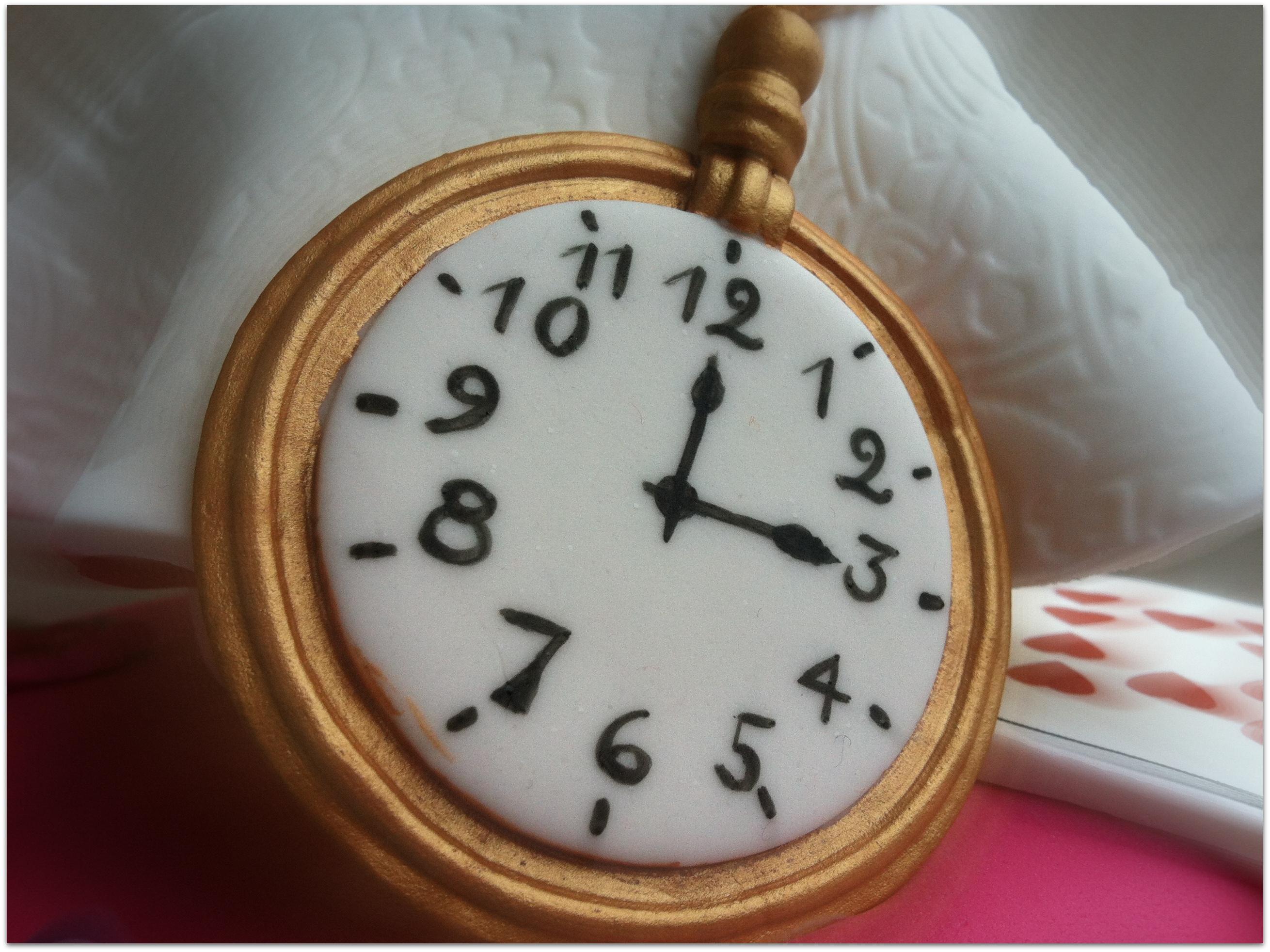 Reloj fondant Alicia en el país de las maravillas | Repostería ...