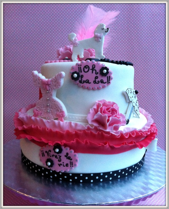 Tarta fondant rosa,blanca y negra