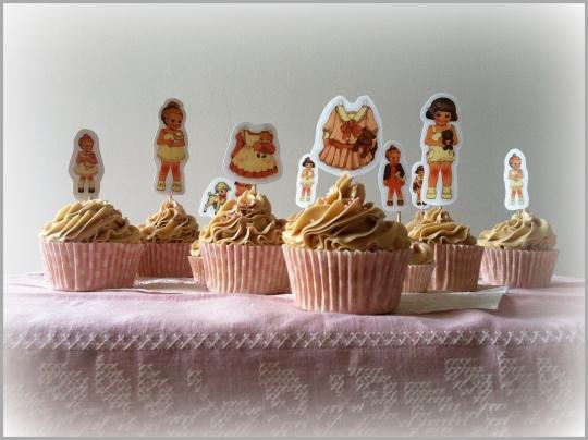 Cupcakes de nata y avellana con muñecas recortables