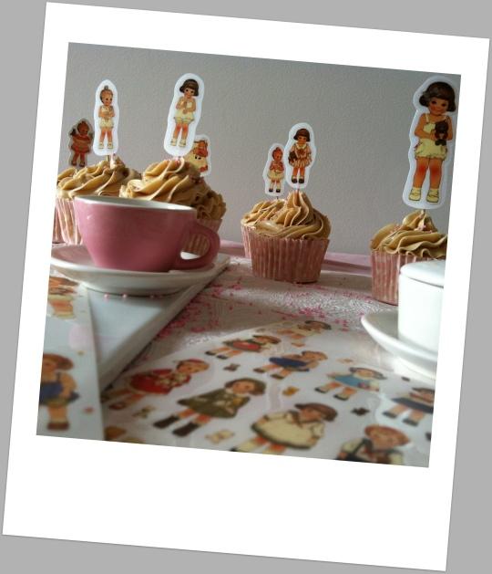Cupcakes con muñecas recortables