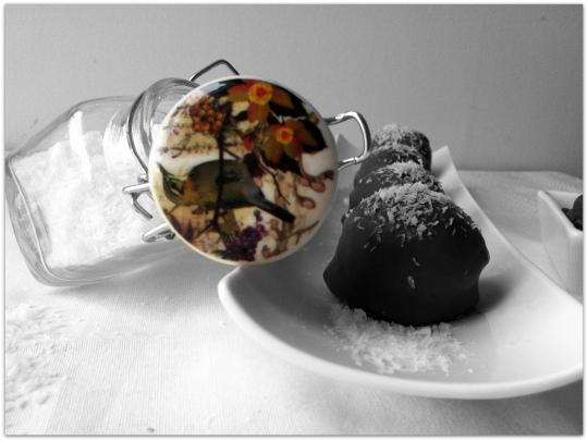 Bolas de coco con chocolate