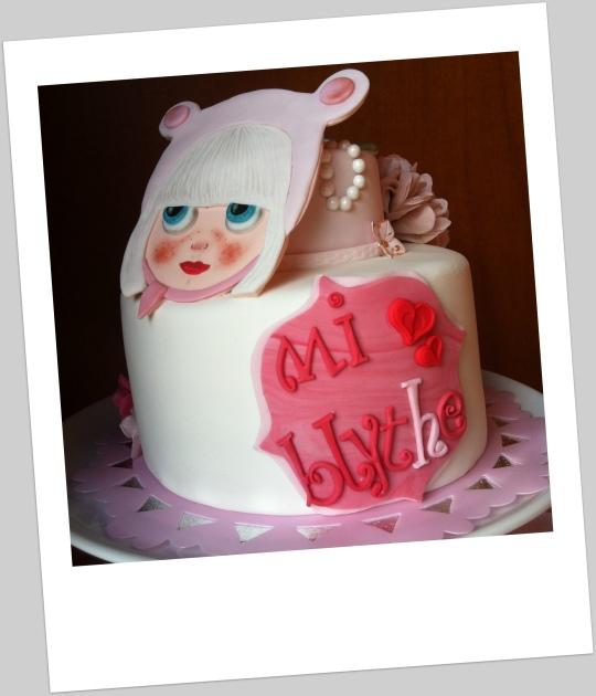Tarta rosa y blanca de muñeca Blythe