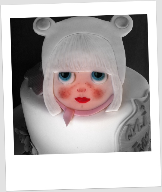 Tarta muñeca Blythe en rosa y blanco