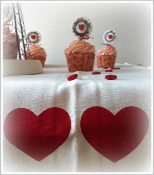 Cupcakes San Valetín con corazones rojos