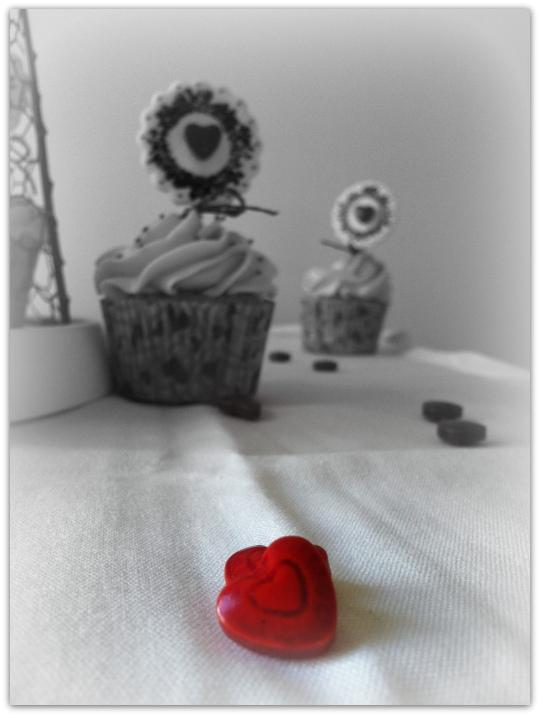 Cupcakes defresa con corazones para San Valentín