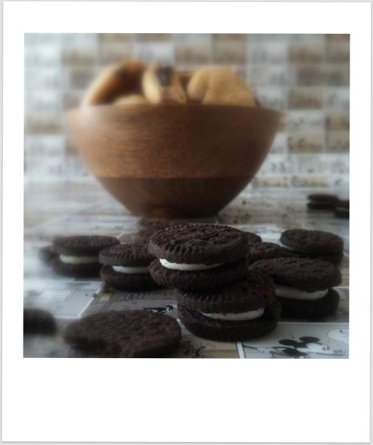 Galletas con chocolate rellenas de Oreo