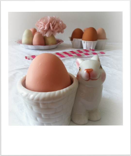 Huevos pascua con chocolate y cacahuete
