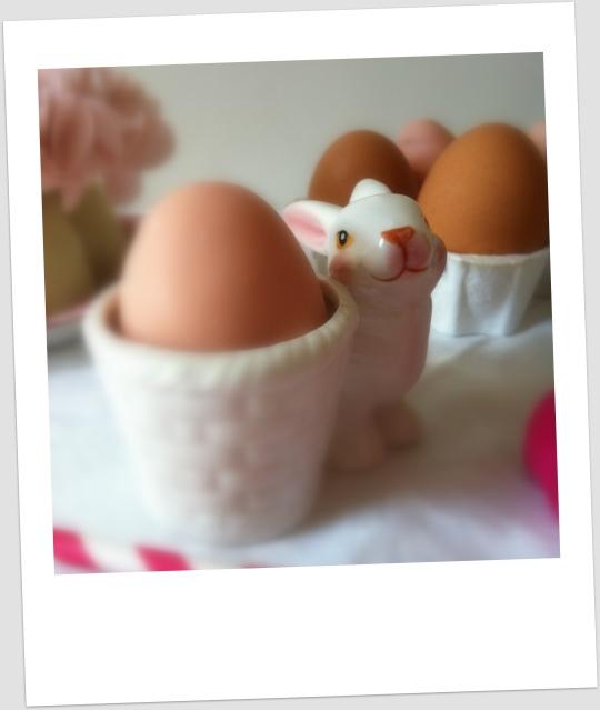 Huevos de pascua de chocolate y cacahuete