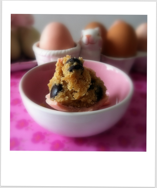 Huevo casero de pascua con chocolate y cacahuete