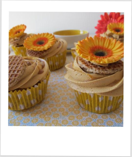 Cupcakes de caramelo con gofre y helado