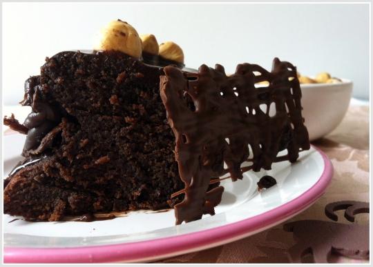 Tarta de chocollate con avellanas, nutella o nocilla