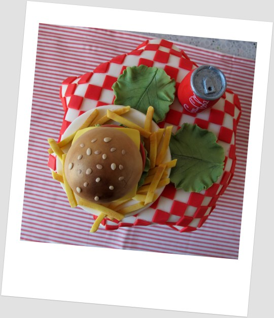 tarta hamburguesa, Coca cola y patatas