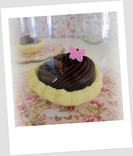 tartaletas rellenas de ganchje de chocolate con nueces caramelizadas