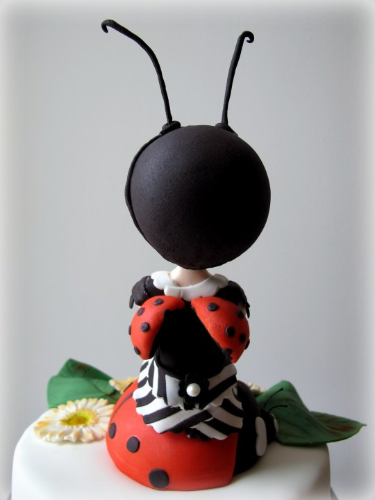 Mariquita-muñeca de fondant