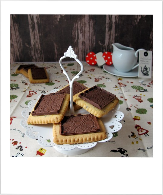 Galletas de avellana con chocolate texturizado