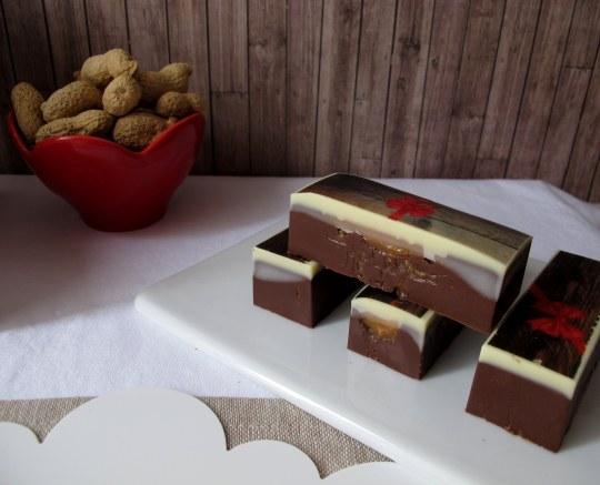 barritas de chocolate ,caramelo y cacahuete