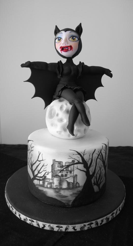 Batwoman cake Halloween